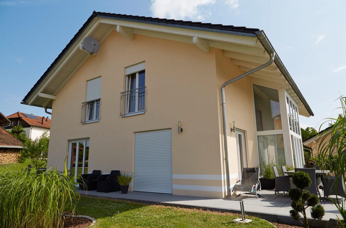 Fassadenfarbe einfamilienhaus  Bezahlbarer Traum vom Eigenheim Einfamilienhaus Island I Kozeny